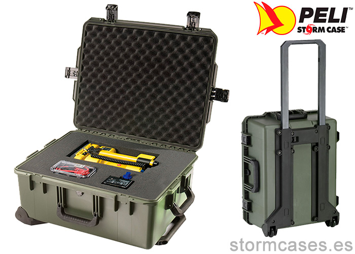 PELICAN STORM CASE iM2720 Person